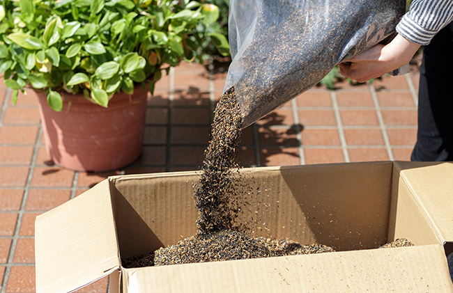 家庭用コンポスト「家堆粉(かたいこ)」